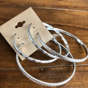 Accessories - Silver patterned hoops
